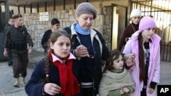 Россияне пересекают сирийско-ливанскую границу. Маснаа, Ливан. 22 января 2013 года