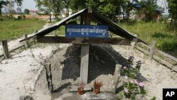Incense stick holders stand at the grave of late Khmer Rouge leader Pol Pot in Anlong Veng, a former Khmer Rouge stronghold, about 305 kilometers (190 miles) north of Phnom Penh, Cambodia (2008 file photo).