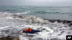 5일 터키 디킬리 지구 해안가에서 난민으로 추정되는 시체가 발견되었다.