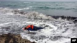 Тіло мігранта на березі моря в Туреччині