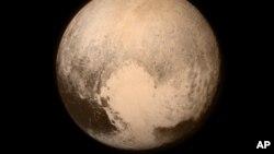 미국의 무인우주탐사선 '뉴호라이즌스' 호에서 13일 촬영한 명왕성의 모습.
