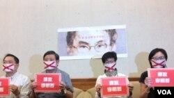 Konferensi pers yang menyuarakan protes terhadap China atas penahanan Lee Ming-che, 7 April 2017 (Foto: VOA/Shen Hua).