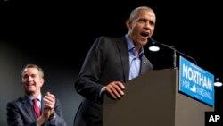 바락 오바마 전 미 대통령이 19일 버지니아 리치몬드에서 랄프 노덤 민주당 주지사 후보를 지지하는 연설을 하고 있다.