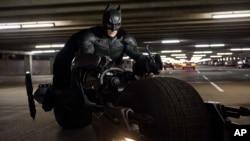 Warner Bros retiró de los cines el tráiler de Gangster Squad, que contenía escenas de un tiroteo en un cine.