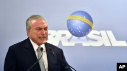 Brazil's President Michel Temer says he will fight allegations that he endorsed the paying of hush money to an ex-lawmaker jailed for corruption, during a national address at the Planalto presidential palace in Brasilia, Brazil, May 18, 2017. Temer rejected calls for his resignation.
