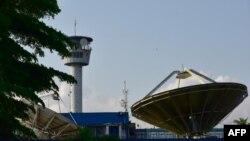 Un satellite de la télévision RTI, à Abidjan, en Côte d'Ivoire, le 26 octobre 2017.