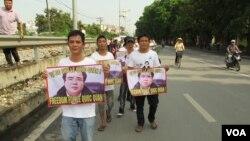 راهپیمایی حامیان له کوک کوان در هانوی، اکتبر ۲۰۱۳