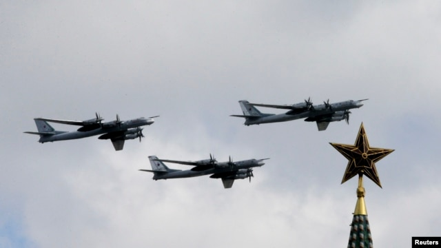 Russian Tu-99 bombers fly in formation during rehearsals for the Victory Day military parade, with a tower of the Kremlin in the foreground, in Moscow, May 3, 2014.