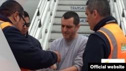 因贩毒罪在美国服刑的赫伯特.威尔查.加尔希亚12月26号被引渡回哥伦比亚。(2017年12月26日)