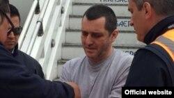 Hebert Veloza Garcia, exlíder de las Autodefensas Unidas de Colombia fue extraditado desde Estados Unidos, donde cumplió ocho años de cárcel por narcotráfico, para que enfrente la justicia en su país.