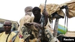Dân quân nhóm Hồi giáo Ansar Dine trong thị trấn Gao, thuộc đông bắc Mali