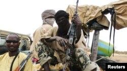 Milisi pejuang Islam Mali mencoba masuk ke daerah selatan yang dikuasai pemerintah, namun mundur karena tembakan artileri (foto: dok).
