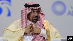 El ministro del petróleo de Arabia Saudí, Khalid Al-Falih, en conferencia de prensa en Abu Dhabi, el domingo 13 de enero de 2019.