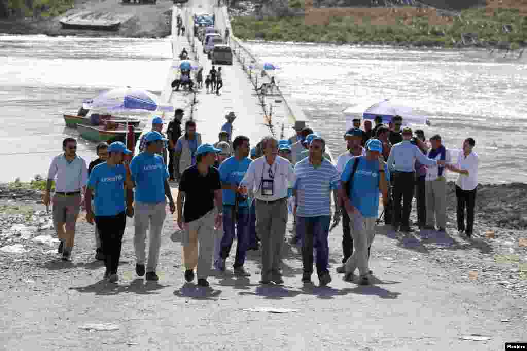 UNICEF Iraq Representative Marzio Babille visits the Iraqi-Syrian border crossing in Fishkhabour, Dohuk province, Aug. 14, 2014.