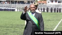 Le president Comores, Azali Assoumani, au stade de Moroni à l'issue de la cérémonie d'assermentation présidentielle qui s'est tenue le 26 mai 2016 à Moroni, aux Comores. / AFP PHOTO / IBRAHIM YOUSSOUF