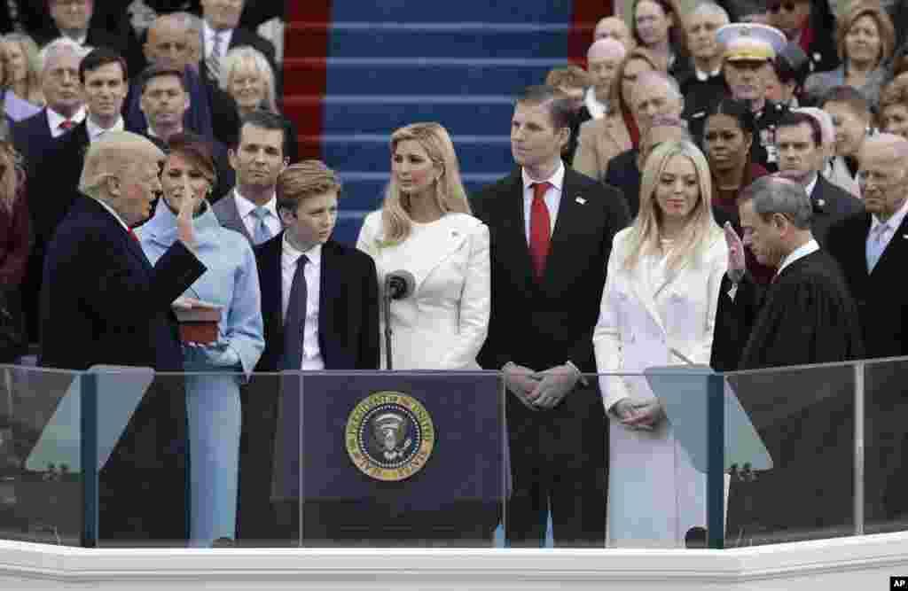 ادای سوگند دونالد ترامپ به عنوان رئیس جمهوری آمریکا.