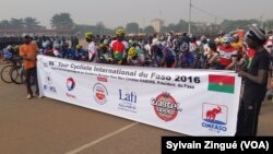Départ du Tour du Faso 2016, Ouagadougou, le 28 octobre 2016 (VOA/Sylvain Zingué)