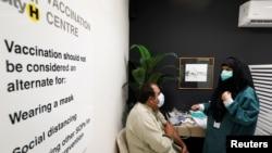 حکومتِ پاکستان نے گزشتہ ماہ نجی شعبے کو بھی ویکسین درآمد کرنے کی اجازت دی تھی۔