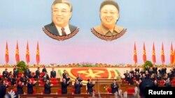 9일 북한 평양 4.25 문화회관에서 열린 7차 노동당 대회에 김정은 국방위원회 제1위원장이 입장하자 참석자들이 일제히 박수를 치고 있다.