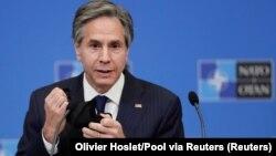 Menteri Luar Negeri AS Anthony Blinken memberikan konferensi pers pasca pertemuan NATO di Brussel, Belgia Rabu (24/3).