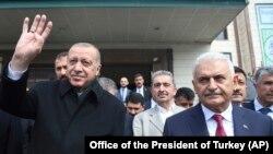 صدر ایردوان اور استنبول کی میئر شپ کے لیے حکمران جماعت کے امیدوار بین علی یلدری (فائل فوٹو)