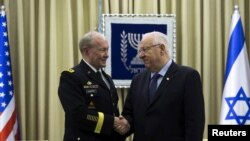Israel's President Reuven Rivlin (R) shakes hands with Chairman of the Joint Chiefs of Staff U.S. Army General Martin Dempsey during their meeting in Jerusalem, June 10, 2015.