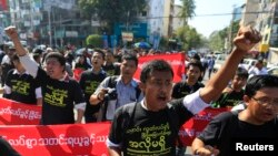 Reporters shout as they march to demonstrate for press freedom in Rangoon, Jan. 7, 2014.