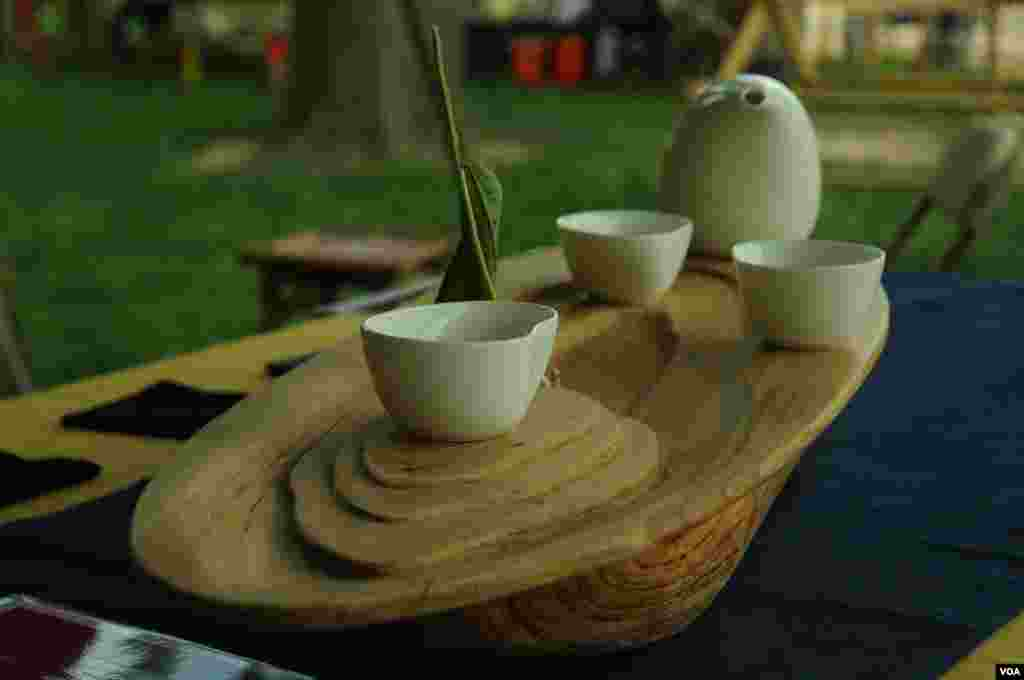 A tea set at the Smithsonian Folklife Festival in Washington, June 25, 2014. (Regina Catipon/VOA)