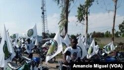 Apoiantes do partido Movimento Democrático de Moçambique (MDM) em campanha