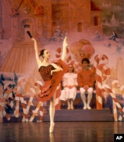 "Maggie Austin in ""The Nutcracker,"" Fresno Ballet, Fresno, CA, 2004"