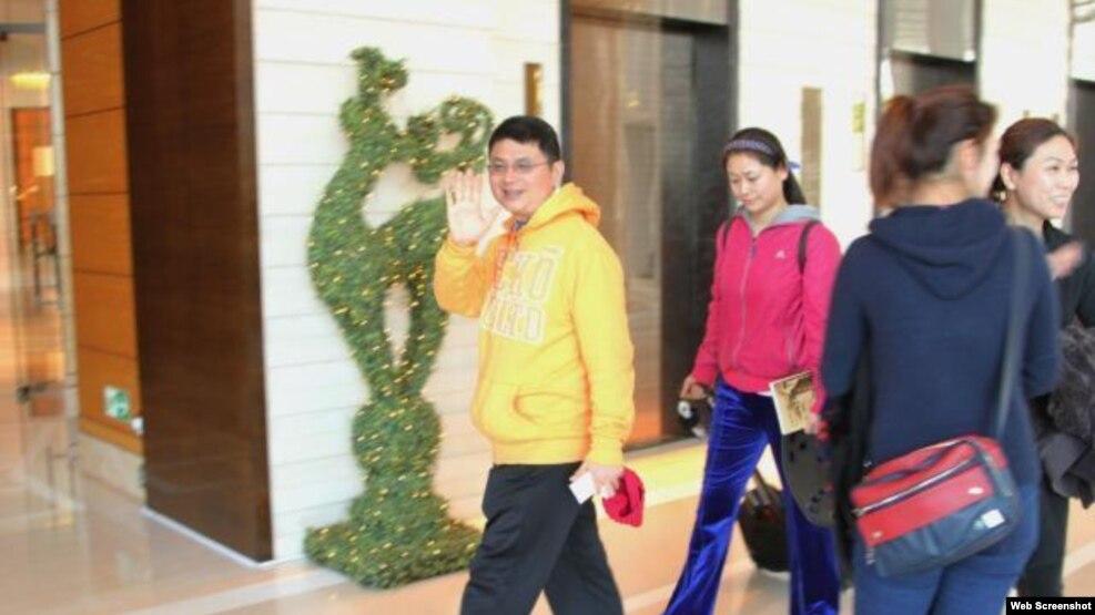 中国商人肖建华常年居住中环四季酒店由女保镖保护(苹果日报图片)