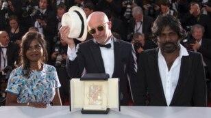 """Altın Palmiye'yi bu sene, """"Dheepan"""" adlı filmiyle Fransız yönetmen Jacques Audiard aldı."""