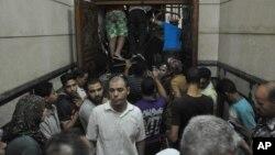 Вход в мечеть «Аль-Фатх»