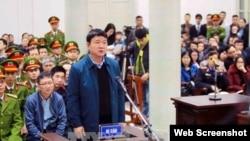 Ông Đinh La Thăng và ông Trịnh Xuân Thanh (trái) xuất hiện trước tòa tại Hà Nội, ngày 8/1/2018. (Ảnh: VietnamNet)