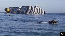 """星期六﹐海軍小組仍然進行營救觸礁的意大利郵輪""""歌詩達協和號"""" 的努力"""