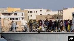 獲救的船民被送到意大利的蘭佩杜薩島。