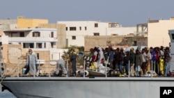 Neki od migranata spasenih juče u blizini obale Libije