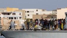 Vazhdon vala e emigrantëve drejt Italisë