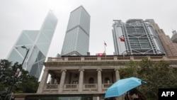 2018年1月6日,一行人走过香港终审法院大楼。