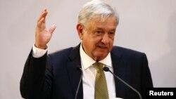 Presiden Meksiko, Andres Manuel Lopez Obrador berbicara kepada di Mexico City (foto: dok).