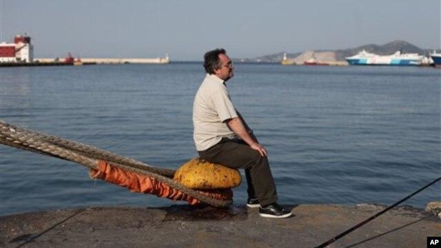 Pelabuhan Piraeus sampai beberapa tahun lalu merupakan salah satu pelabuhan tersibuk di Eropa. Kini, menjadi kota yang tingkat penganggurannya mencapai 90 persen (foto: Dok.).