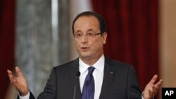 French President Francois Hollande at news conference in Paris, November 13, 2012