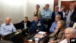 مقامات امریکایی در جریان عملیات بر منزل اسامه بن لادن.