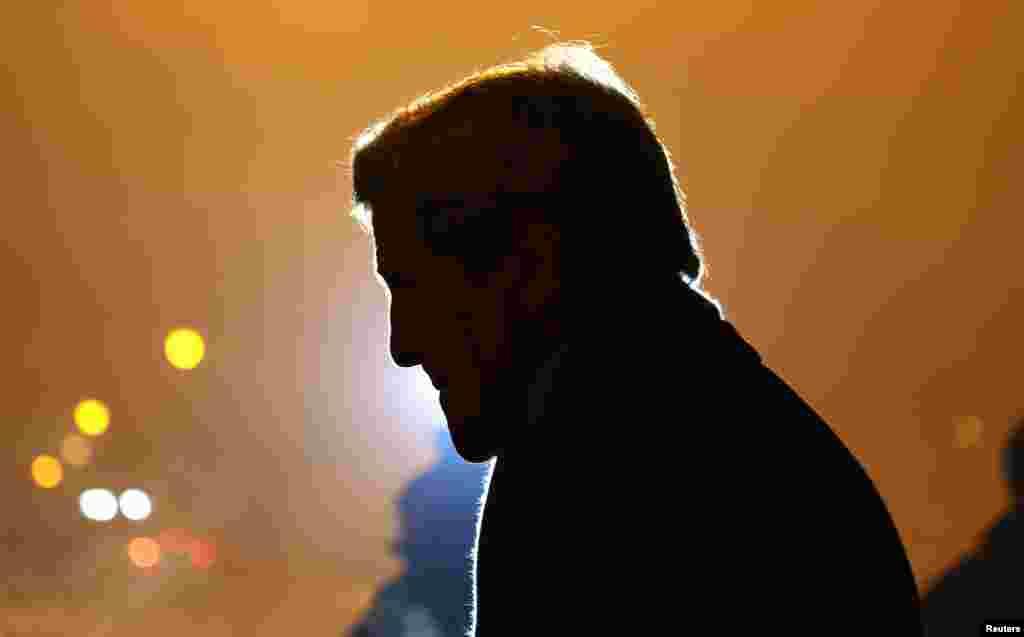 وزير امورخارجه ايالات متحده آمريکا، جان کری،در سرمای بامداد پنجشنبه ۲۵ ديماه ۱۳۹۳ (۱۵ ژانويه ۲۰۱۵) وارد صوفيه، پايتخت بلغارستان شد.