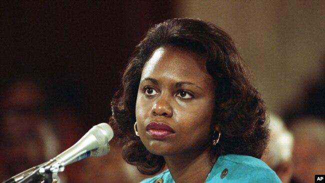 Anita Hill, profesora de derecho de la Universidad de Oklahoma, testificó durante las audiencias de confirmación ante el Comité Judicial del Senado en 1991 que Clarence Thomas, un candidato a la Corte Suprema, la había acosado sexualmente cuando trabajaron juntos.