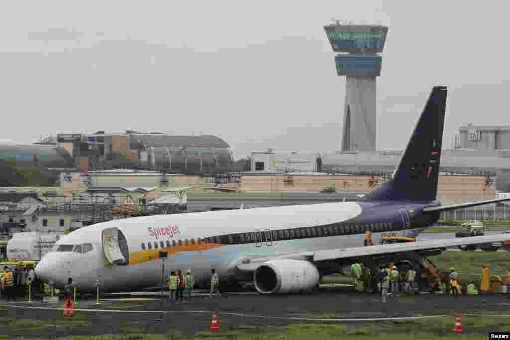 شہر میں پروازیں منسوخ کر دی گئی ہیں۔