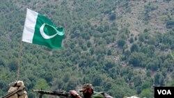 Pasukan Pakistan siaga di daerah kesukuan Kurram, pegunungan Manatu dekat perbatasan Afghanistan (foto: dok).