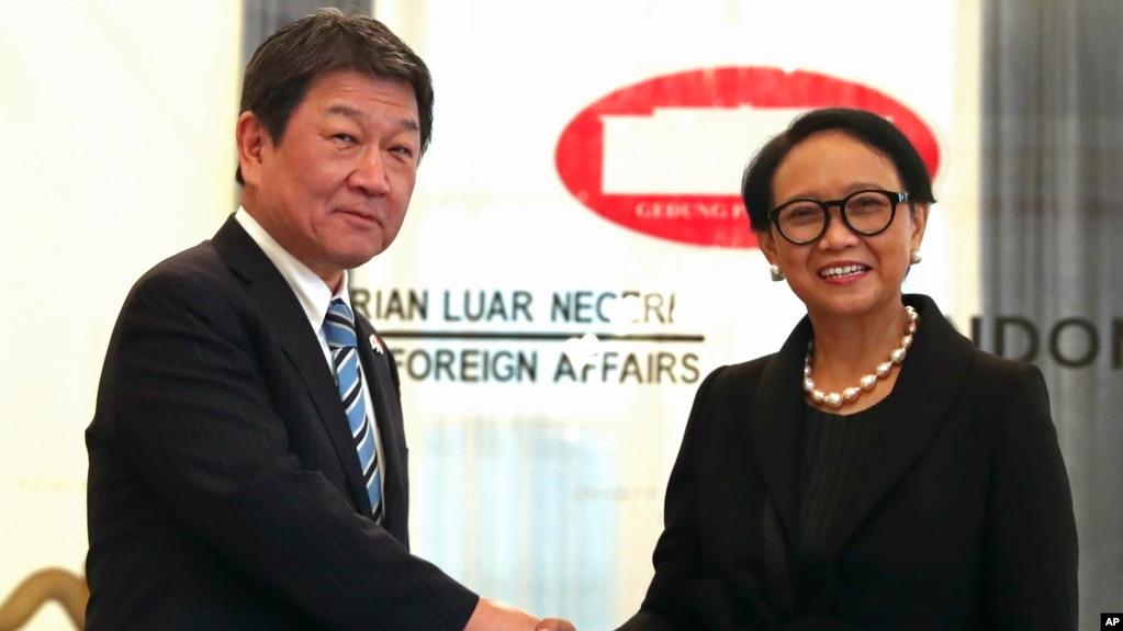 Ngoại trưởng Nhật Bản Toshimitsu Motegi gặp Ngoại trưởng Indonesia Retno Marsudi tại Jakarta ngày 10/1/2020.
