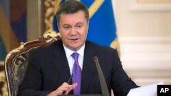 Presiden Ukraina Viktor Yanukovych berbicara dalam konferensi pers di Kiev, 19/12/ 2013, yang isinya mengecam pihak asing mencampuri urusan dalam negeri Ukraina.