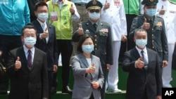 台灣總統蔡英文(中)出席台灣第一艘萬噸級兩棲船塢登陸艦下水和命名典禮。 (2021年4月13日)